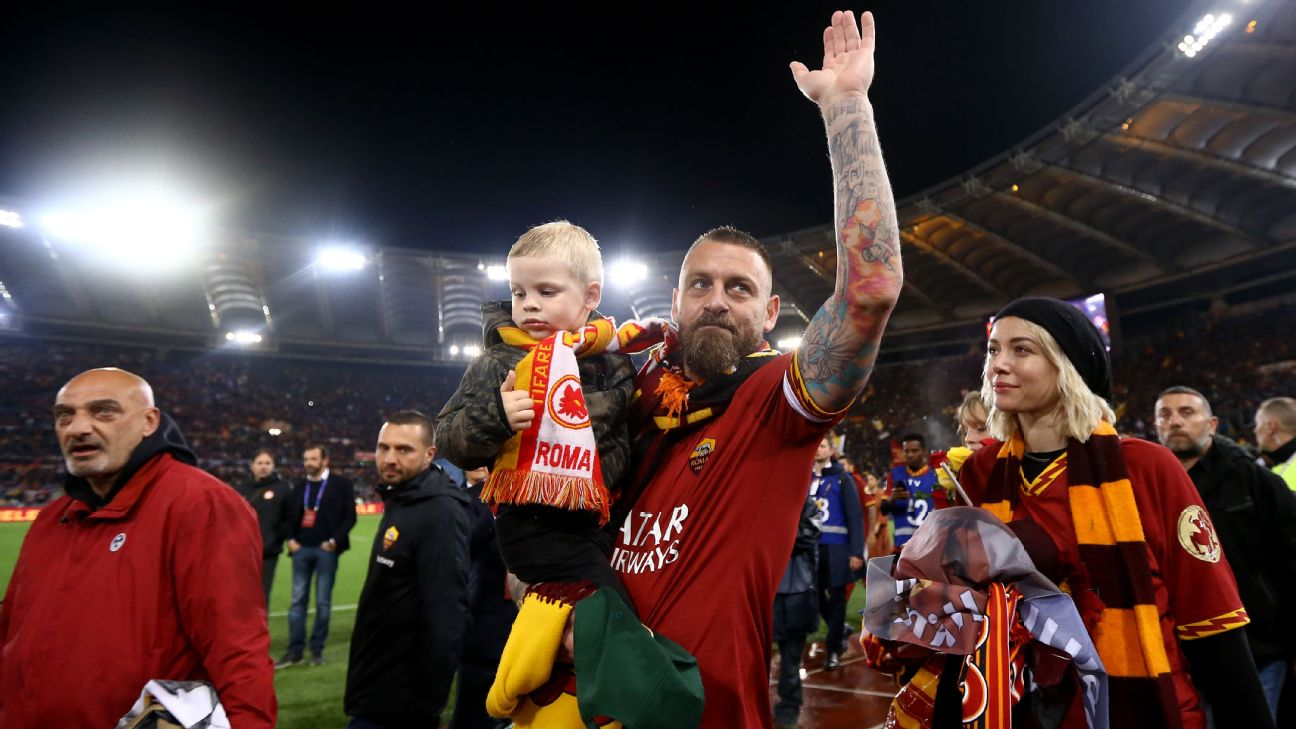 Image result for De Rossi goodbye to Roma